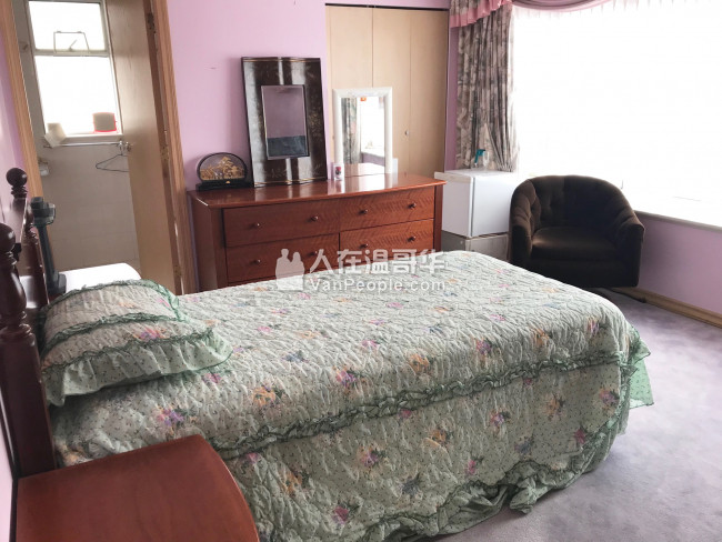 乾淨Oakridge/Langara独立屋单间,独立卫生间,水电网全包家具