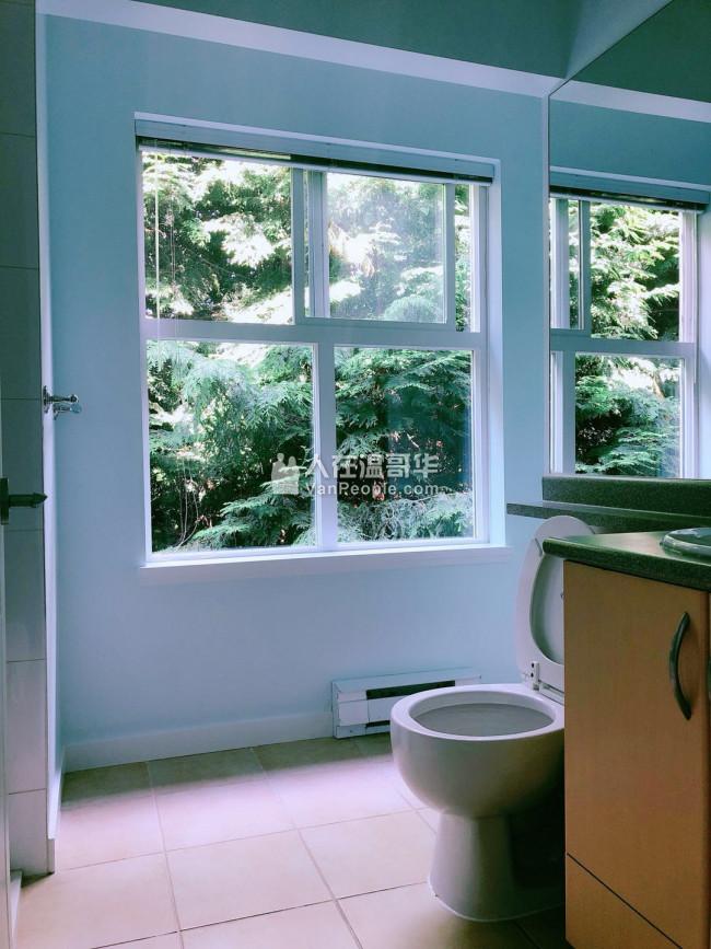 即刻入住:一楼小卧室出租 价格优惠!靠近Kwantlen大学,大统华, 沃尔玛, Richmond Cente