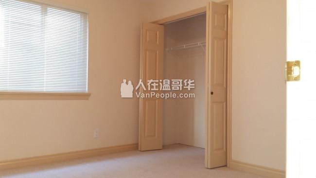 Burnaby平地两房一厅整套出租。环境安静,交通方便。