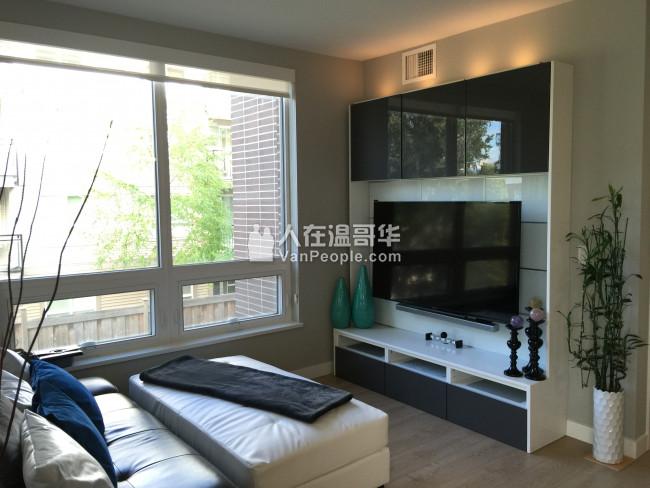 7月起租 两房两卫一书房 双车位 空调公寓出租