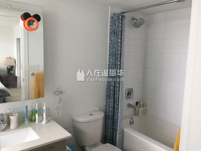 列治文市中心2房水坭公寓出租9月1号可以入住