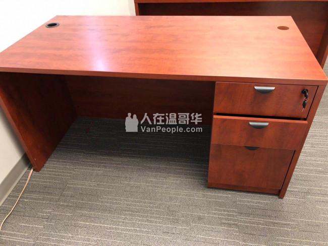 列治文一年新办公室家具大甩卖了