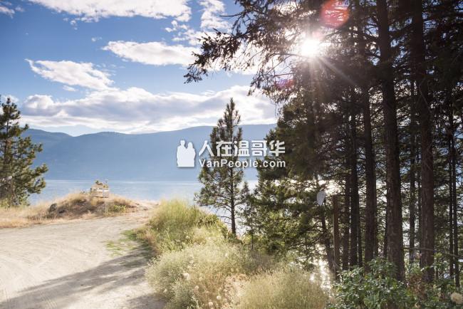 湖畔别墅,附带合法公寓,私人湖滩,和湖滩屋