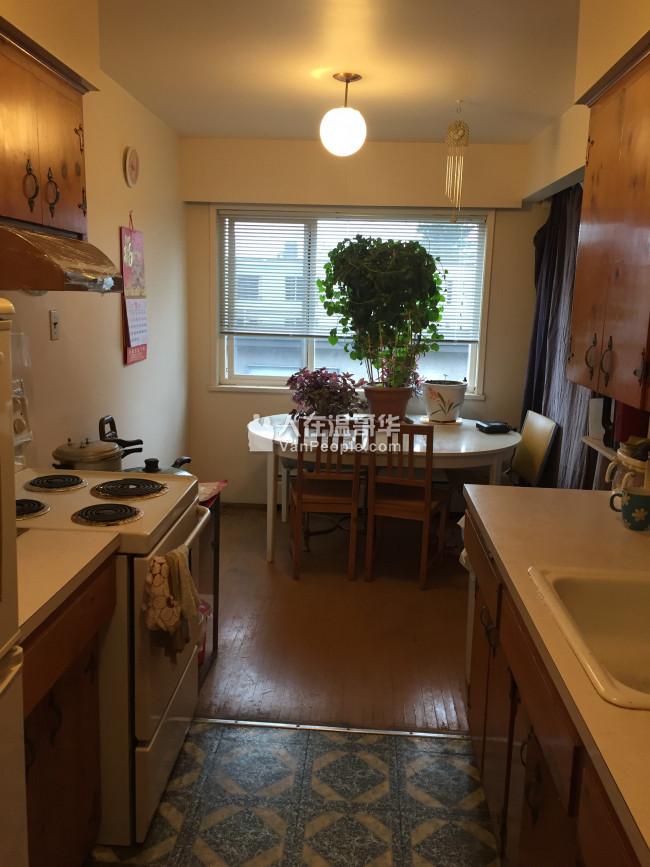 两房一厅的矮层公寓一大卧室分租合单身女性