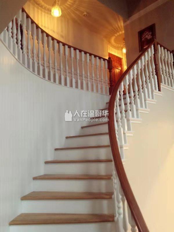 高贵林中心豪华三层精装house出租,新家具齐全,拎包入