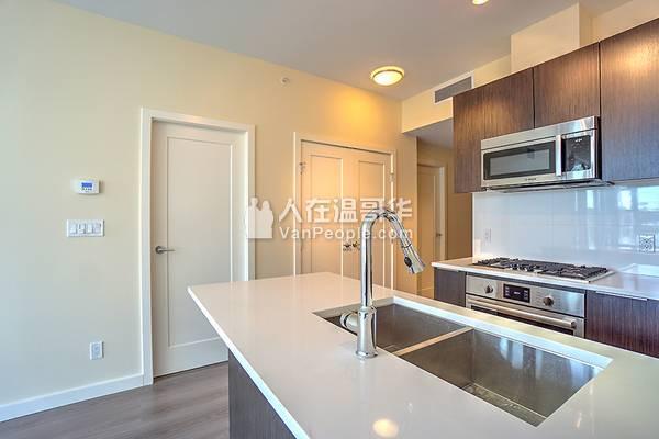 Richmond  列治文 全新高层公寓 1房1厅1车位