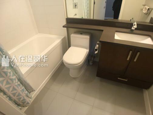 列治文,高层水泥公寓,2室2卫1厅。