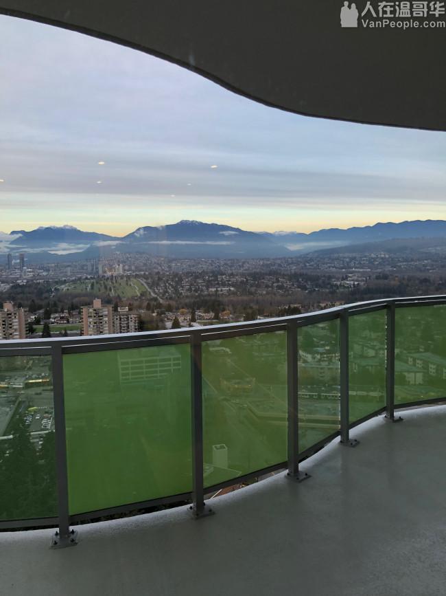 本拿比市中心Metrotown蛋黄区全新高层公寓两房两厅两卫出租