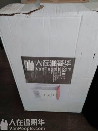 全新-3层抽屉床头柜50刀 richmond可送货