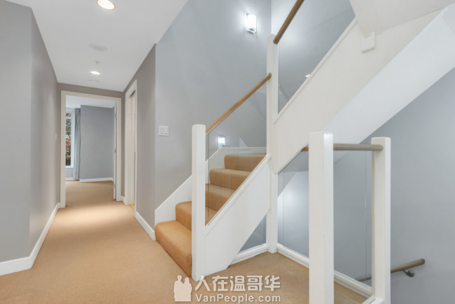 Coal Harbour中心地段超大豪华3房townhouse即日起租!!
