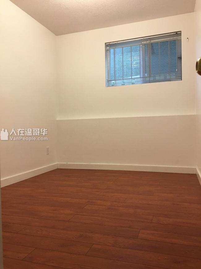 域多利夹32街楼下兩房厅,新裝修,購物交通方便,適合小家庭或合租