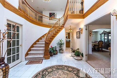 列治文黄金地段房间月租$680 1、该别墅位于Cambie夹Garden City附近,室内装修豪华,房间宽敞明亮,干净