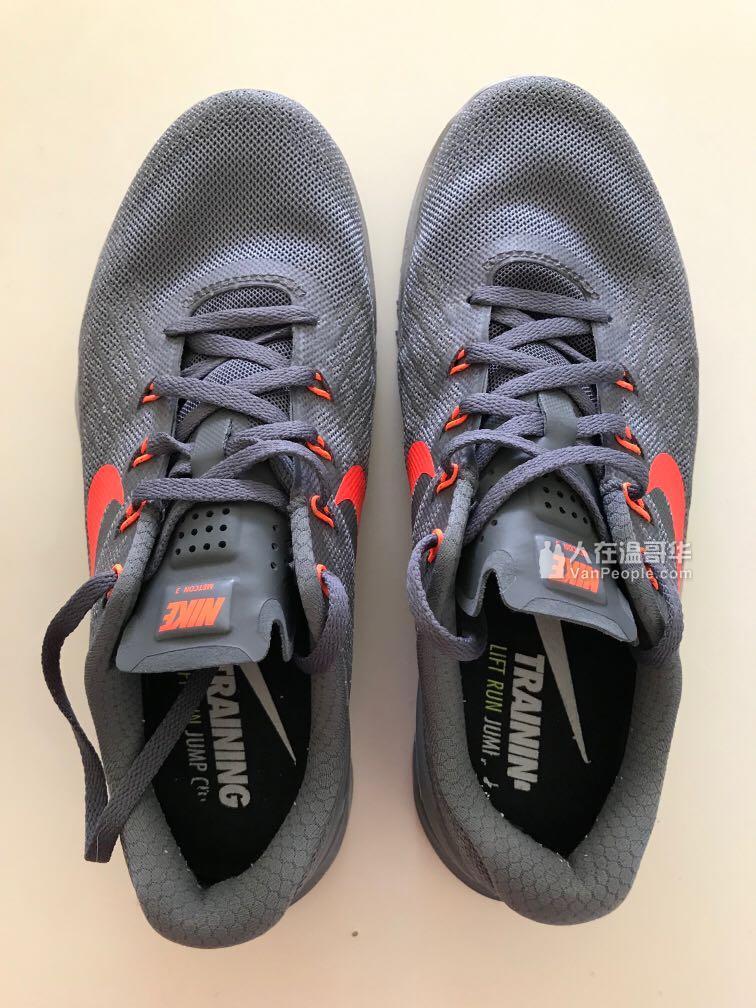 9成新耐克运动鞋处理并送连帽卫衣