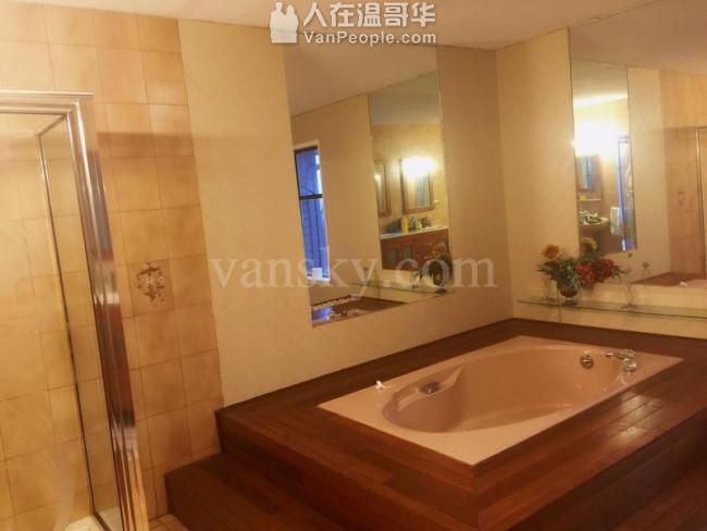 高贵林中心豪华三层精装house出租,新家具齐全,拎包入住。