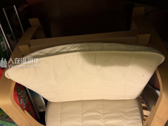 搬家卖IKEA 9成新摇椅,送正方形桌子一个