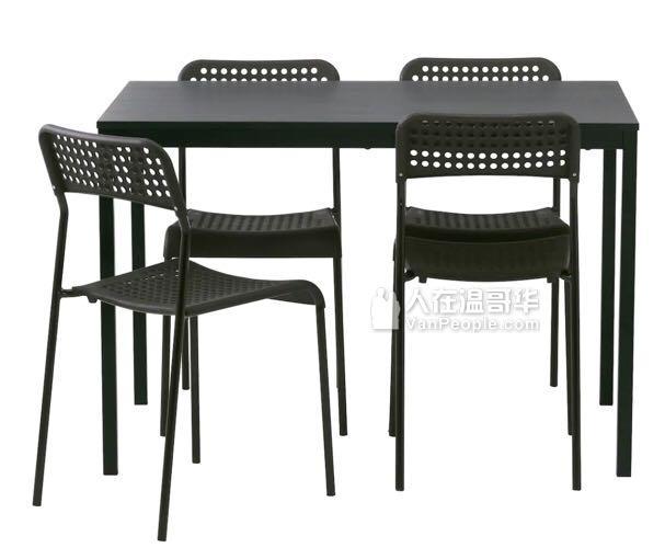 甩卖桌子椅子啦!