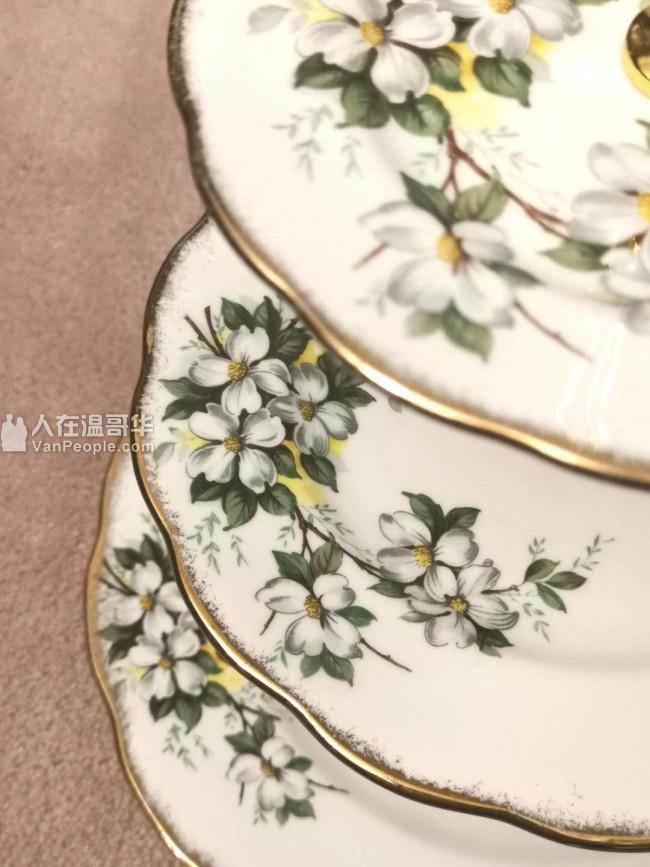 英国产古董瓷器royal Albert white dogwood 三层蛋糕架
