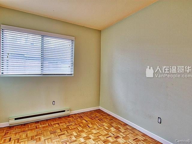 """南岸Brossard""""S""""区联排屋出售,学区房,惊爆价格!"""