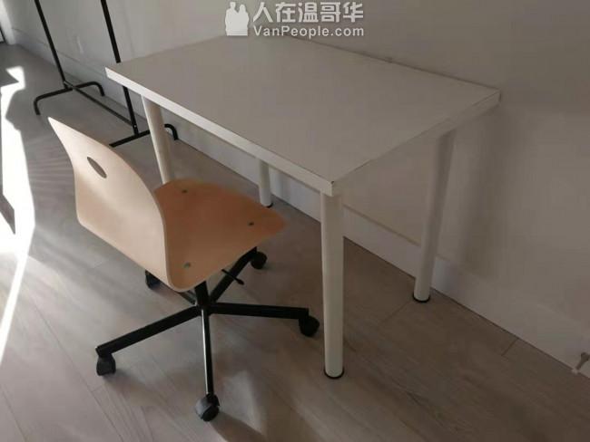 如新IKEA三人沙发床(King size)只100刀加免费送白色桌子加二把椅子