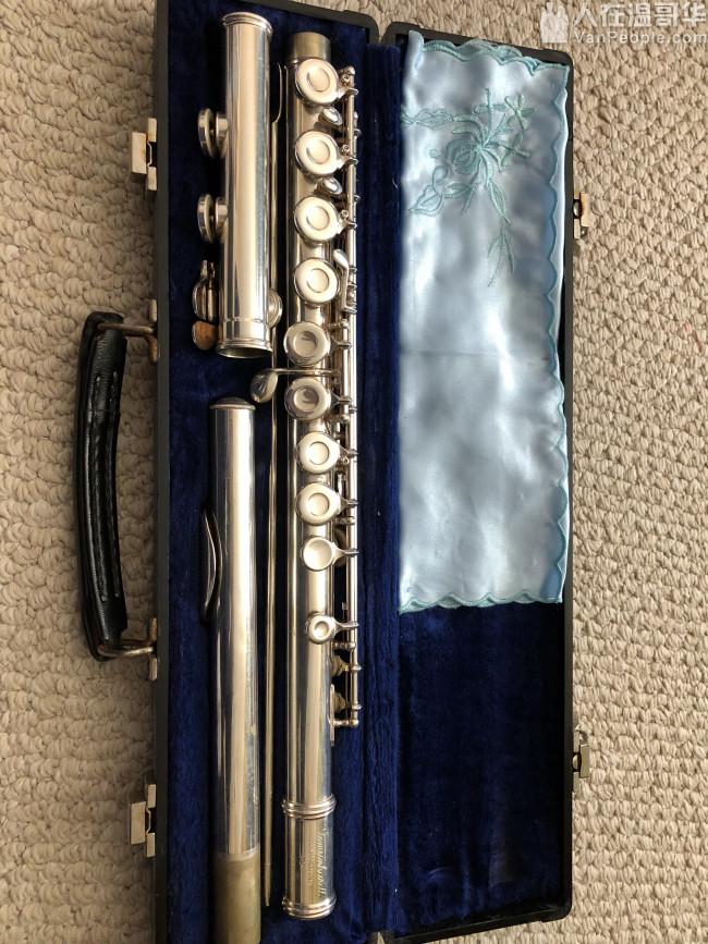 长笛附赠乐谱架及教材,几乎全新尤克里里附赠教材及光盘