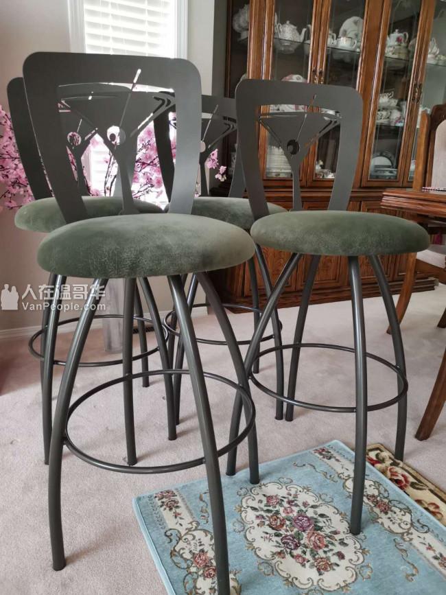转卖四个优质高脚椅,共4个,状态良好。