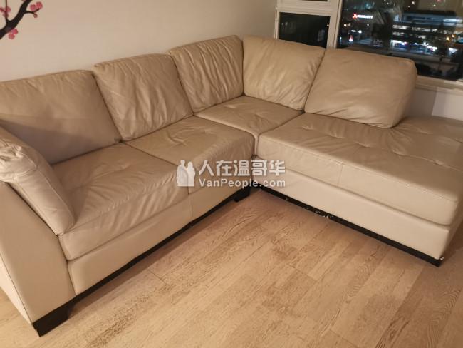 非常新的真皮沙发大概2米X1.7米