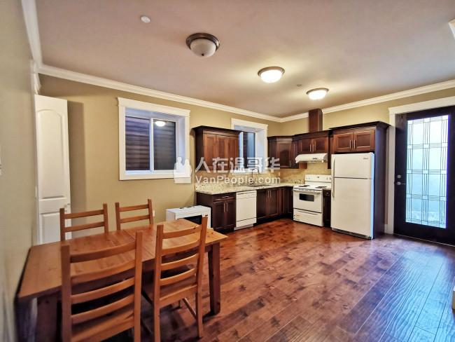 西温MARINE DR新豪宅半地下两室一厅出租,独立出入,独立洗衣和厨房