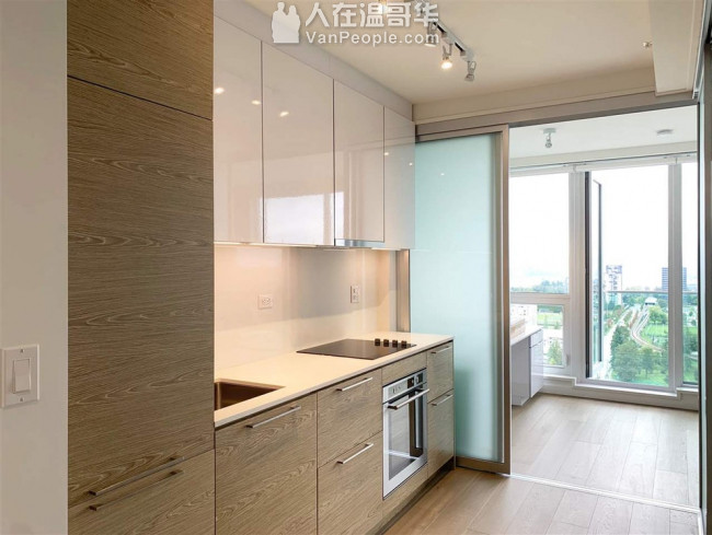 素里市中心全新高樓公寓一房一廳 1500