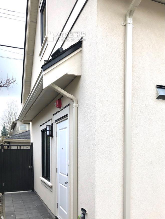 温市西区Kerrisdale 全新二层后巷独立房子出租