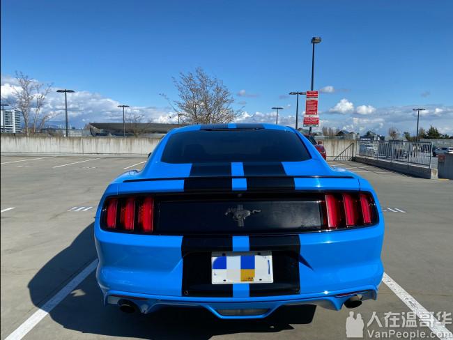 转卖2017年蓝色福特野马 状况极佳 40000公里