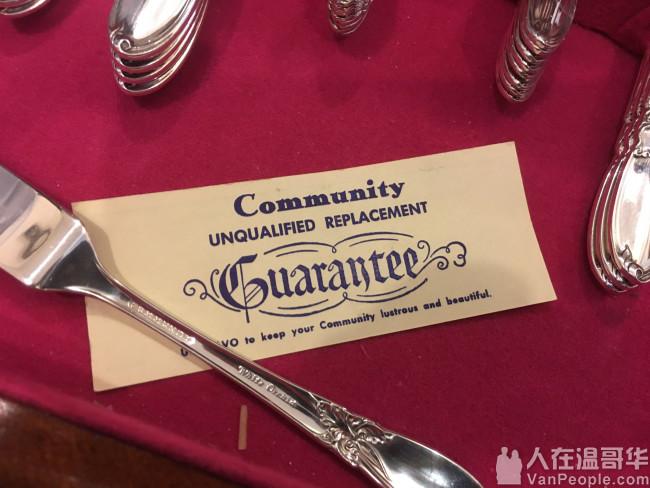 一套顶级名牌全新银制刀叉餐具超低价出让$195,有收藏价值。