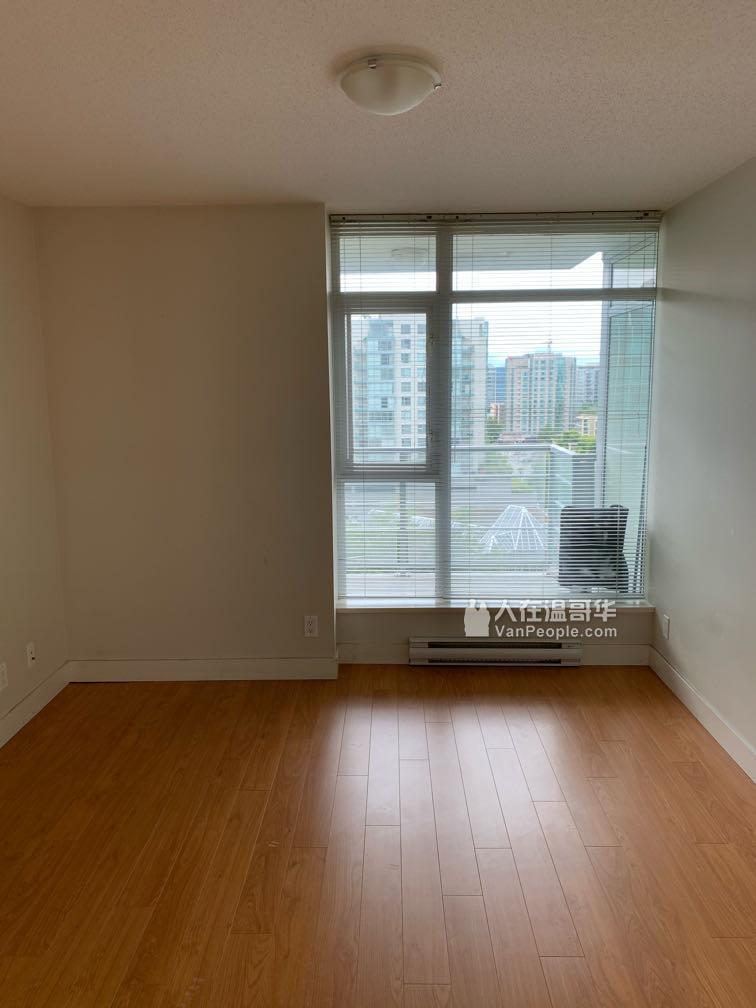 Richmond市中心2房2卫高层公寓出租
