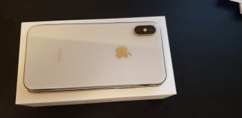 Apple iPhone X 64GB (10/10 Condition)