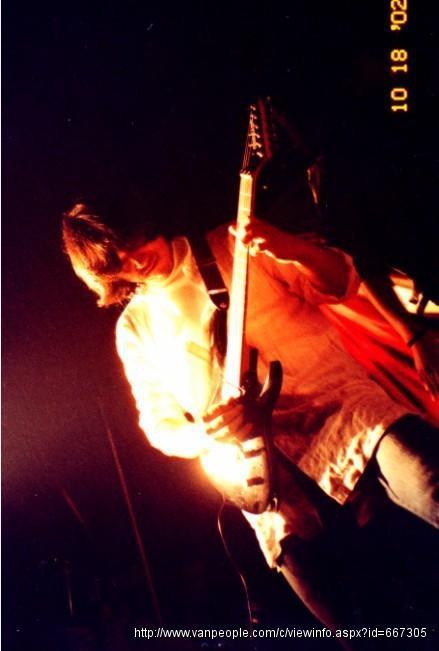 专业吉他老师 / 乐团吉他演奏员 / 吉他教学演出经验丰富 / 西温哥华/本拿比