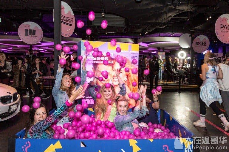 10月20日 乳腺癌活动Boobyball