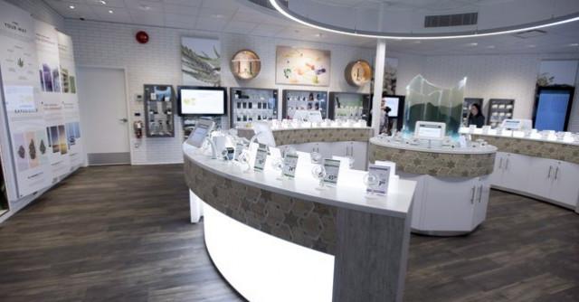 本省首间官方大麻零售店开张,消费者排长龙